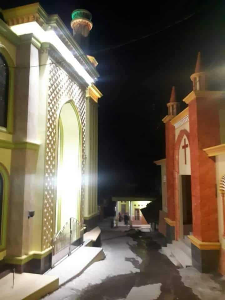 Melihat Masjid dan Gereja Berhadapan Di Desa Tempur
