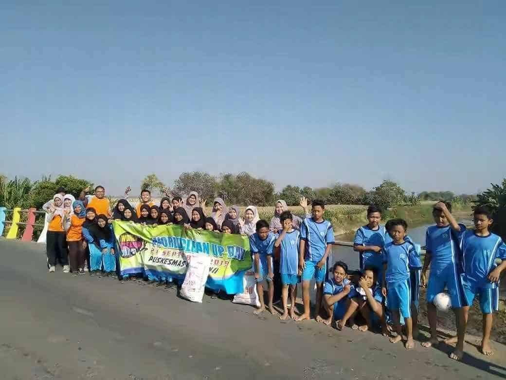 World Cleanup Day Warga jepara Ramai Punguti Sampah