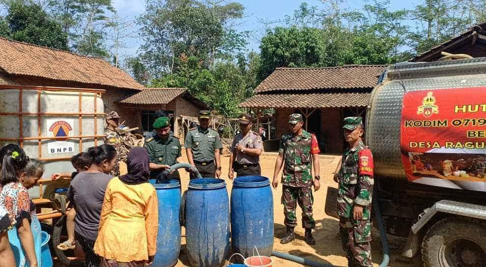 Koramil Batealit Salurkan 28 Ribu Liter Air Bersih