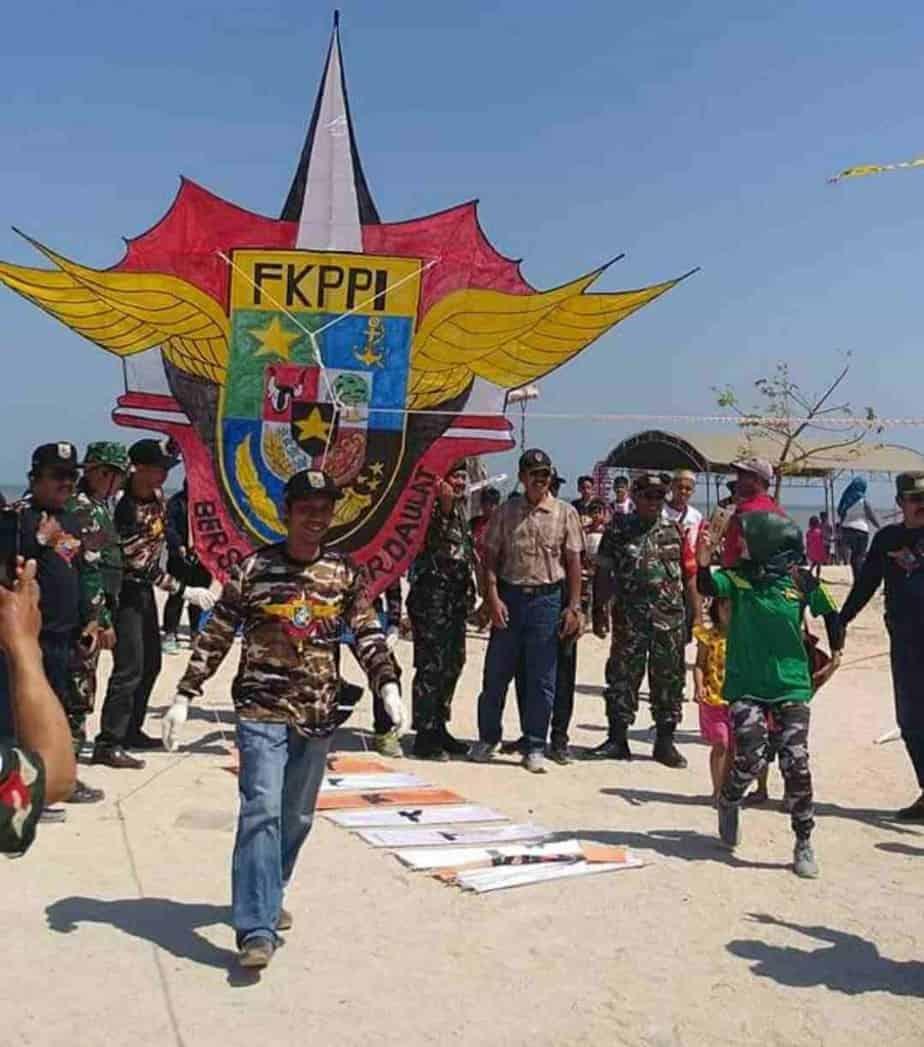 Serunya Festival Layang-layang di Pantai Seribu Ranting Jepara