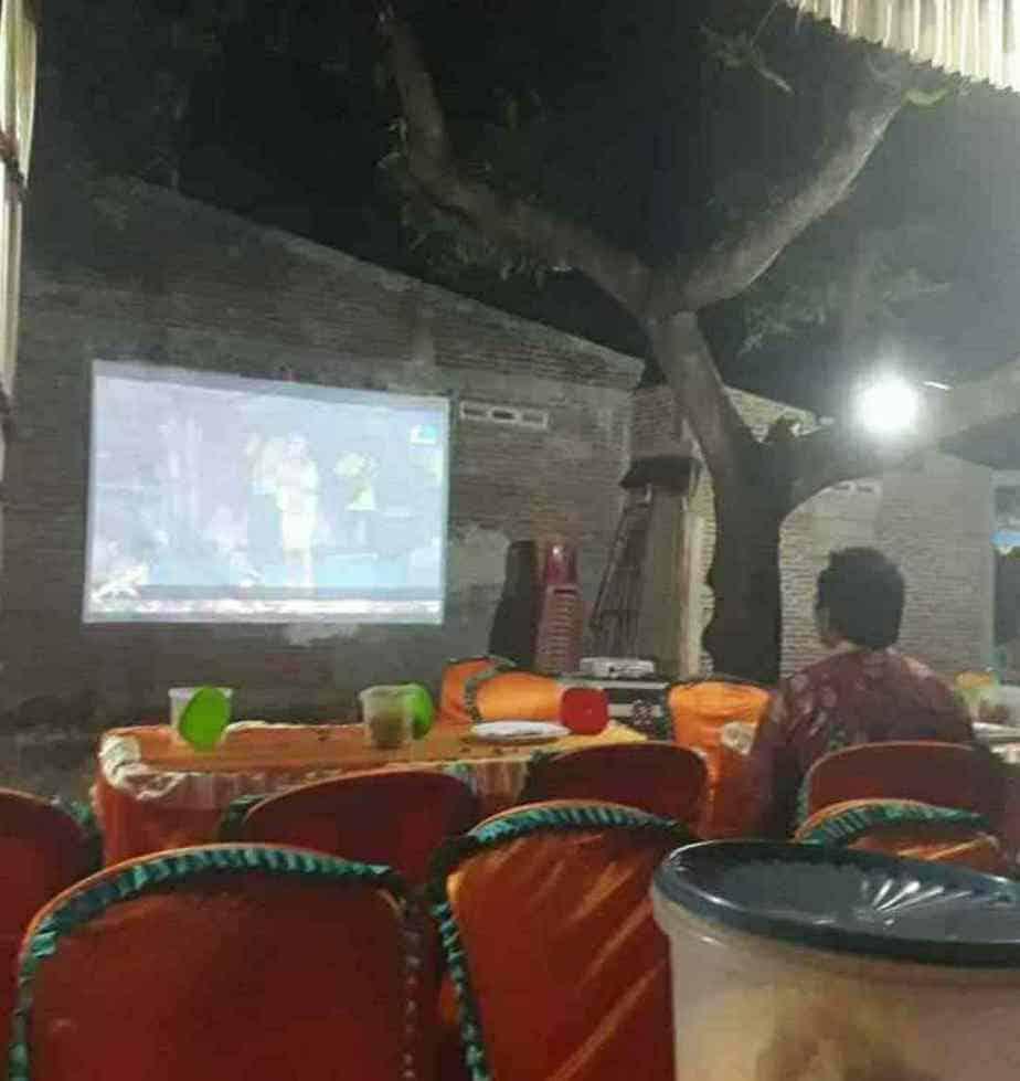 Tradisi Warga Jepara Nanggap Bioskop