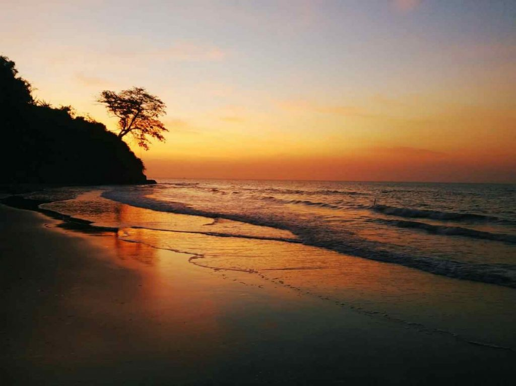 Sunset pantai lemah abang