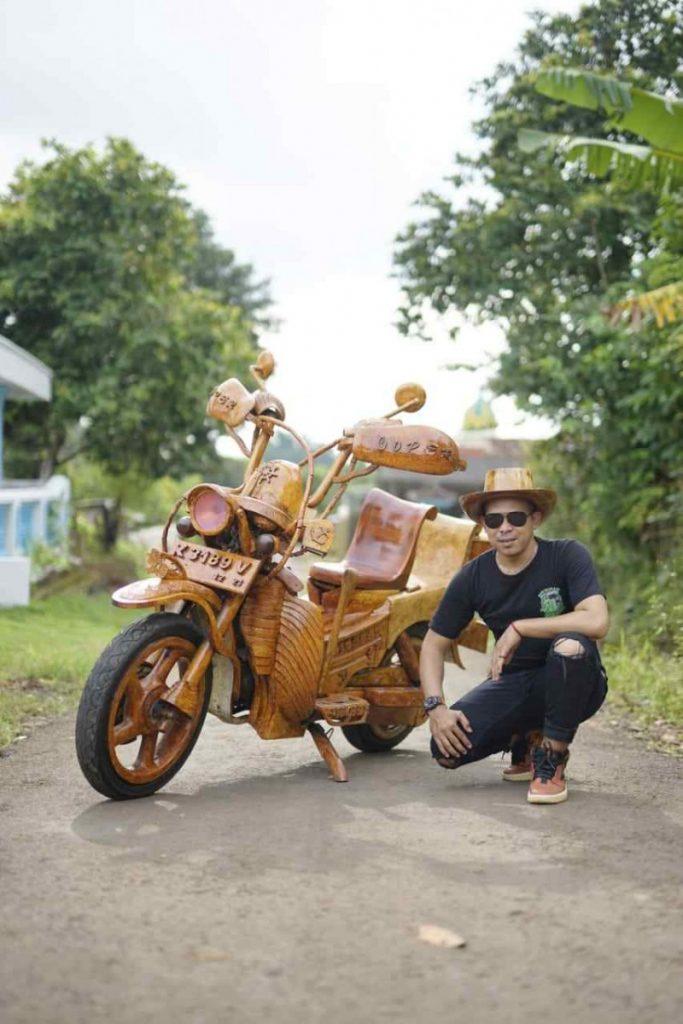 Motor kayu jati