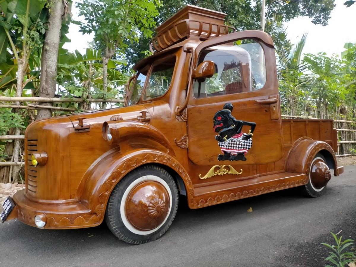 Unik mobil kayu karya warga tukakan jepara